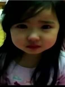 超萌韩国三岁小萝莉向妈妈道歉图片